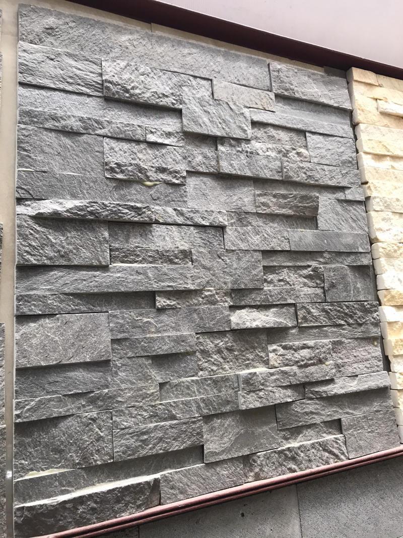 Màu sắc và bề mặt thực tế của đá ghép slate xanh đen.