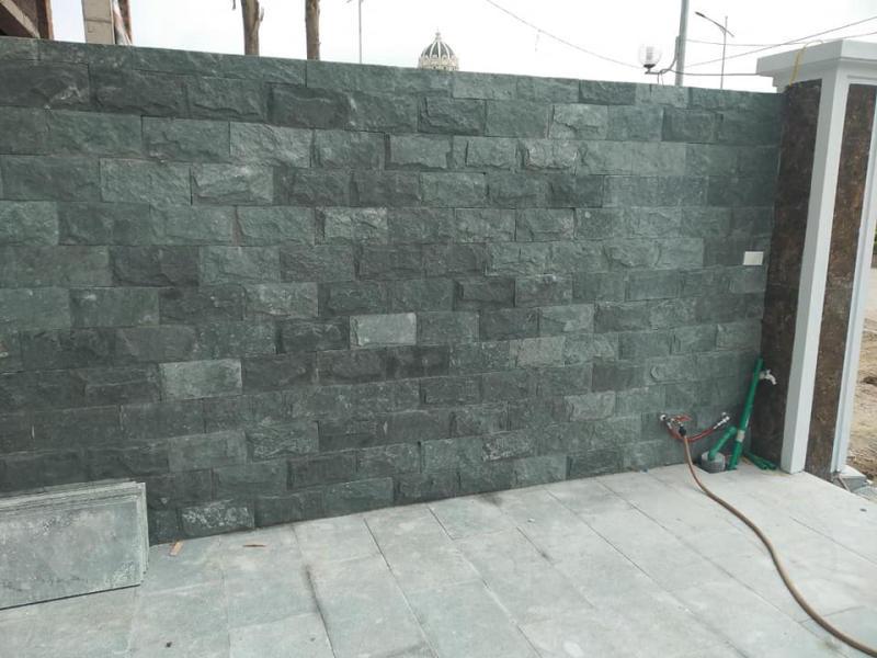 Đá bóc rêu 15x30cm ốp tường bao.