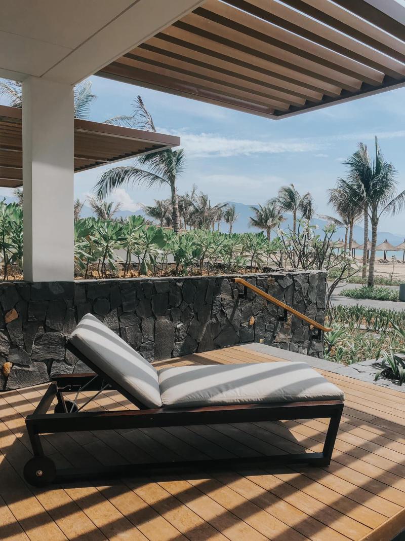 Đá rối đen ốp tường resort FLC Thanh Hóa